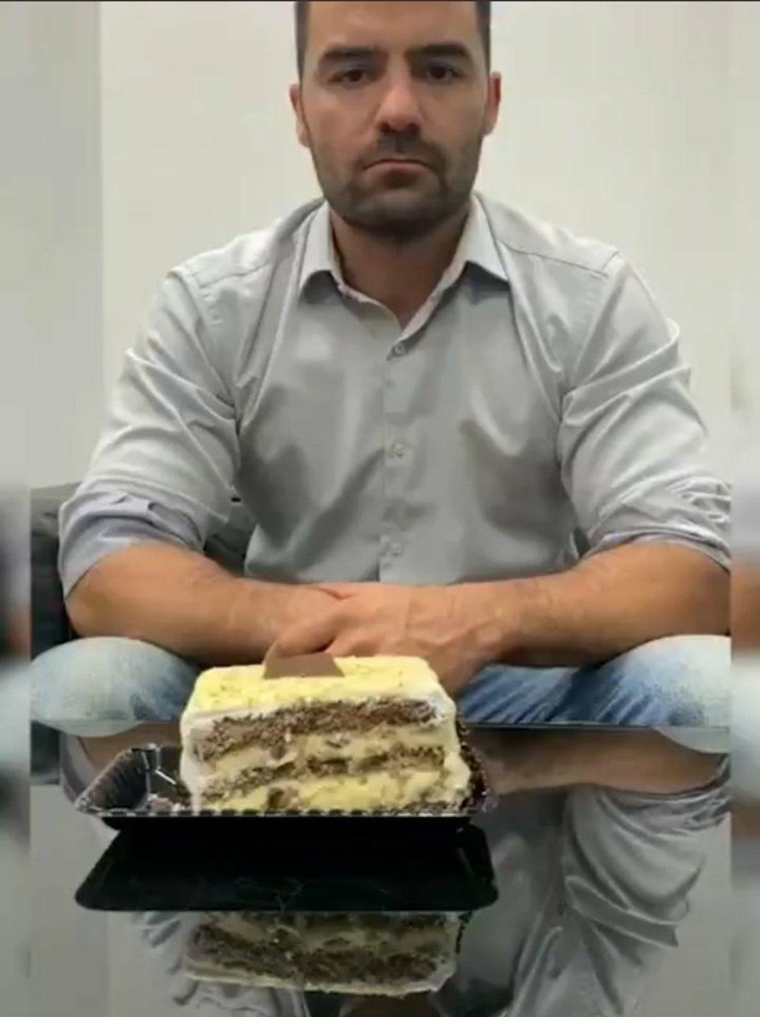 Delícia de bolo - meme