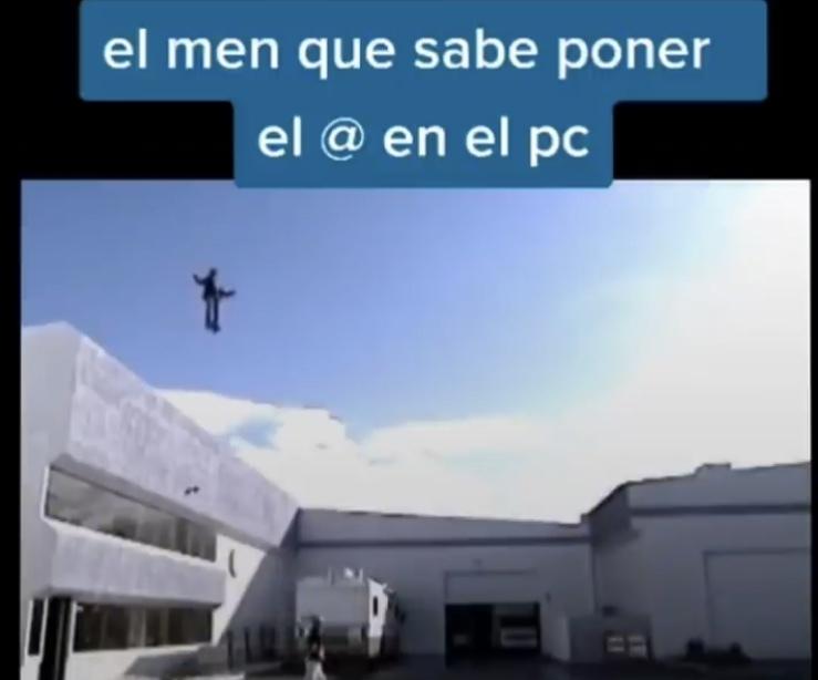 Es un dios - meme