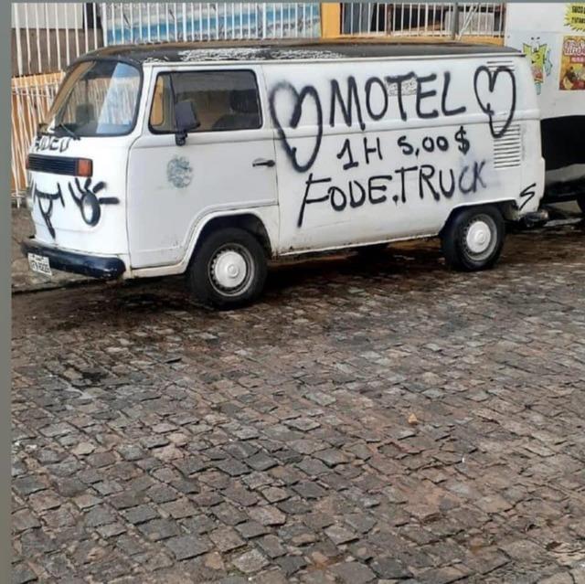 Esse tem valor, melhor que motel é uma kombi motel - meme