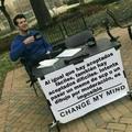 Si le se a rotar texto (no me quejo de que sea difícil pasarlos, es solo un meme)
