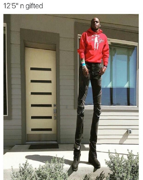 Kevin Hart would kill for those legs, if he could reach... - meme