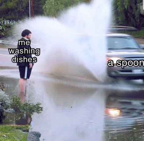 How I feel like when I'm washing dishes : - meme