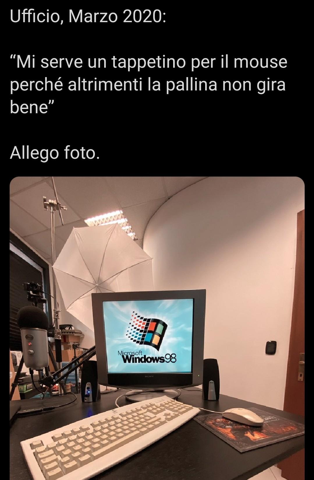 Windows 98 non lo batte nessuno - meme