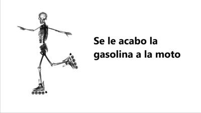 Se le acabo la gasolina a la moto - meme