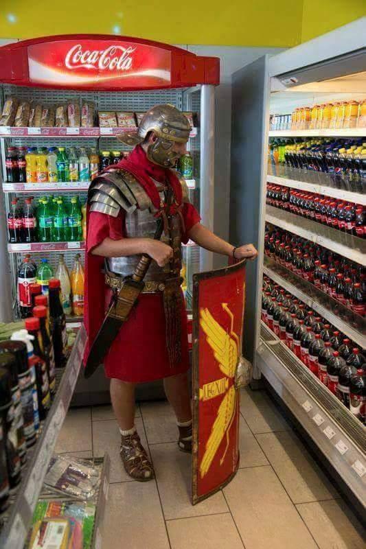 Sempre é bom tomar um refresco antes de ir matar bárbaros - meme
