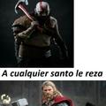 Kratos y su hacha thor con su martillo los que jugaron entienden